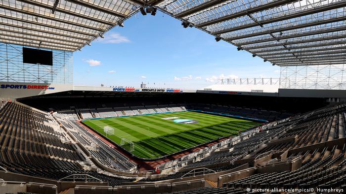 Stadion sepak bola tanpa penonton (picture-alliance/empics/O. Humphreys)