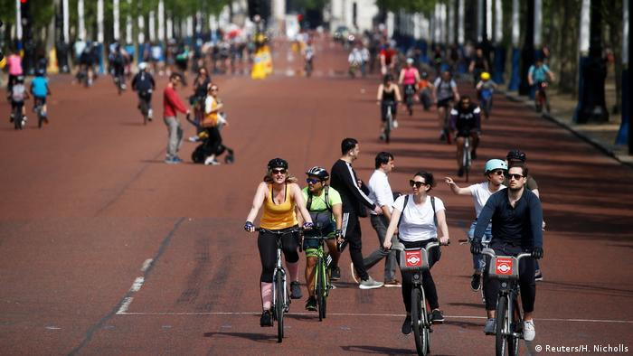 Großbritannien Coronavirus Menschen beim Radfahren