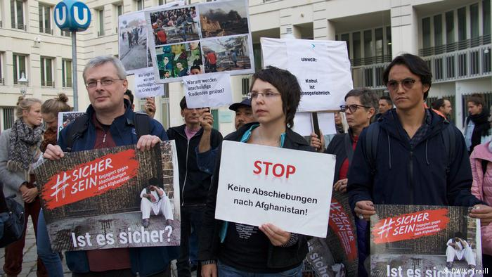 Protesters demonstrate outside the Austrian Foreign Ministry against deportations