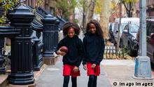 USA New York   Schwestern   Symbolfoto