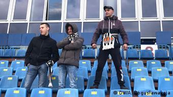Зрители на трибунах стадиона в Жодино