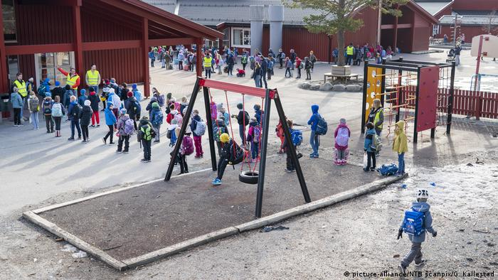 Norwegen Trondheim | Coronavirus | Kinder zurück in der Schule (picture-alliance/NTB scanpix/G. Kallestad)