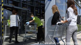 Schweiz Ostermundigen | Coronavirus | Gartencenter (picture-alliance/KEYSTONE/A. Anex)