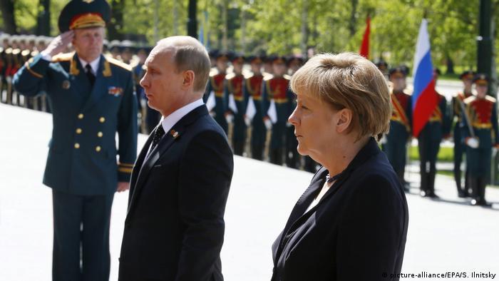 Russland Merkel gedenkt in Moskau der Opfer des 2. Weltkrieges