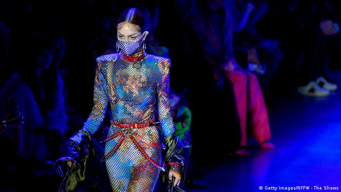New York Fashion Week 2020 | Model mit Mundschutz | Maske (Getty Images/NYFW - The Shows)