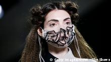 New York Fashion Week 2020 | Model mit Mundschutz | Maske