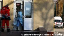 Ambulance vehicles and doctors are seen guarding near the hospital infectious ward downtown Kyiv, Ukraine, March 13, 2020. Ukraine recorded its first coronavirus case on March 2 in Chernivtsi Oblast, roughly 500 kilometers to the west of Kyiv. The patient was a Ukrainian who had recently returned home after a vacation in Italy. Two more people were tested positive March 10 and today one of them has died. (Photo by Sergii Kharchenko/NurPhoto)   Keine Weitergabe an Wiederverkäufer.