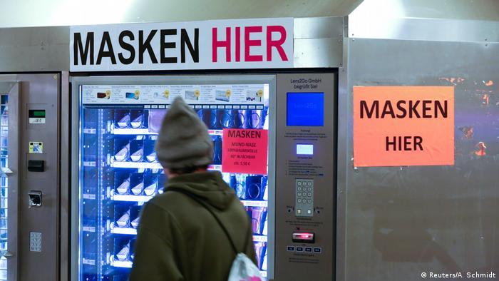 Penjualan masker dengan anjungan mandiri di Berlin