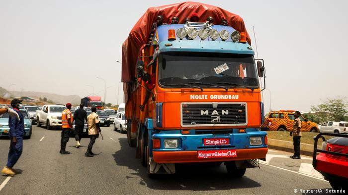 Nigeria Abuja | LKW Kontrolle