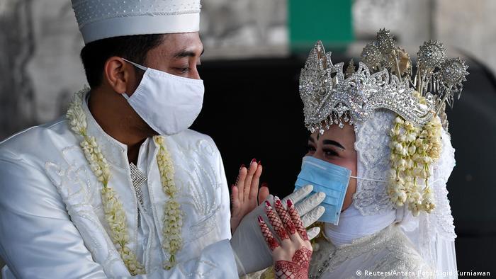 Indonesien Coronavirus Jawort mit Mundschutz (Reuters/Antara Foto/Sigid Kurniawan )