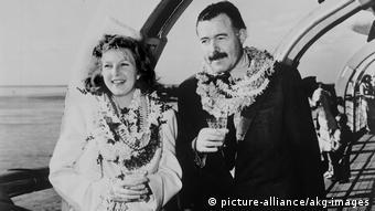 Η Μάρθα Γκέλχορν και ο Έρνεστ Χέμινγουεϊ στη Χαβάη το 1945