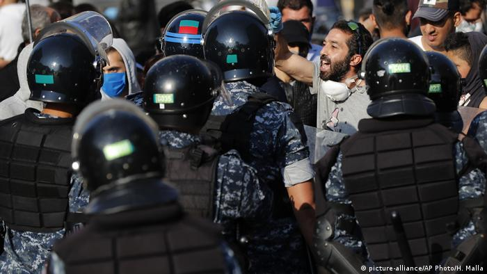 Anti-Regierungsproteste in Beirut (Foto: picture-alliance/AP Photo/H. Malla)