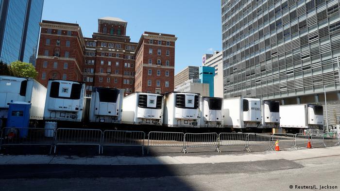 USA New York | Coronavirus | provisorische Leichenwagen
