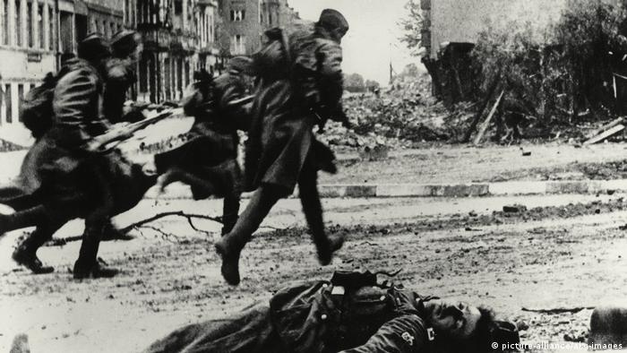 Уличные бои в городе во время штурма Берлина