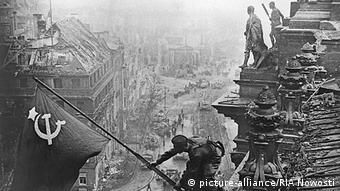 Βερολίνο 1945: Ο Κόκκινος Στρατός καταλαμβάνει την πόλη