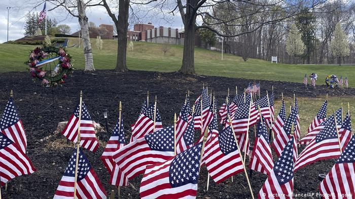 USA | Coronaopfer | Soldatenheim in Holyoke, Massachusetts (picture-alliance/AP Photo/R. Ngowi)