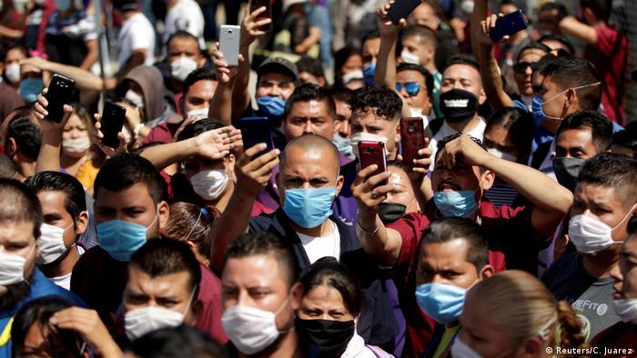 Mitarbeiter von Electrocomponentes de Mexico demonstrieren in Ciudad Juarez gegen die Arbeitsbedingngen