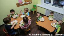 Russland Symbolbild Adoptivfamilie Adoptivkind Waisenhaus Kinderheim