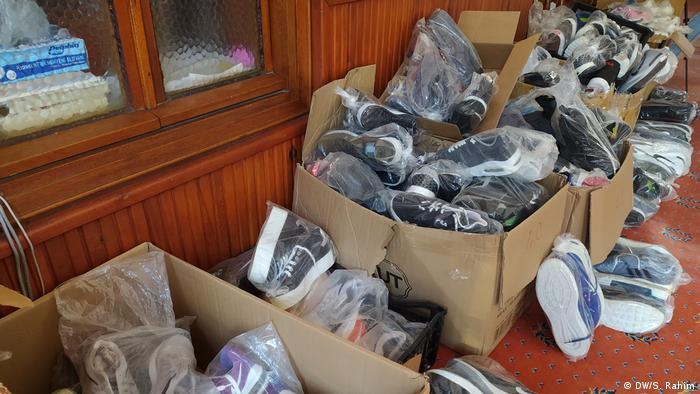 Sepatu hasil sumbangan (DW/S. Rahim)