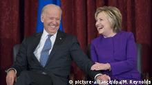 ARCHIV - 08.12.2016, USA, Washington: Der damalige US-Vizepräsident Joe Biden und die ehemalige US-AußenministerinHillary Clinton nehmen an einer Veranstaltung im Capitol teil. (zu dpa Hillary Clinton stellt sich hinter Biden als Präsidentschaftskandidat) Foto: Michael Reynolds/EPA/dpa +++ dpa-Bildfunk +++  