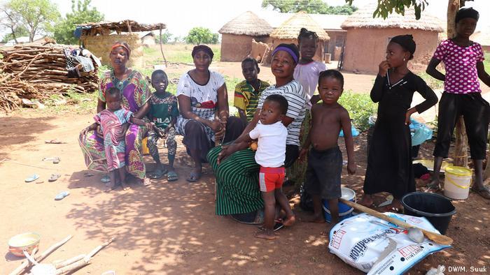 Alrededor de medio millón de personas, entre ellas 240.000 niños, están desplazadas en el este de África en campamentos abarrotados, iglesias y escuelas por culpa de lluvias torrenciales de los últimos tiempos, lo que supone riesgo acentuado de contraer COVID-19, alertó este viernes (15.05.2020) Save the Children. (15.05.2020).