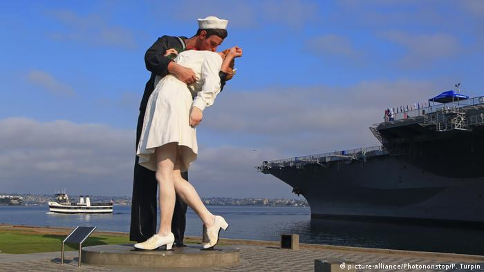 Unconditional Surrender statue in San Diego, USA (picture-alliance/Photononstop/P. Turpin)
