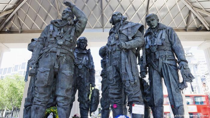Пам'ятник бомбардувальній авіації Королівських ВПС у Лондоні, Великобританія