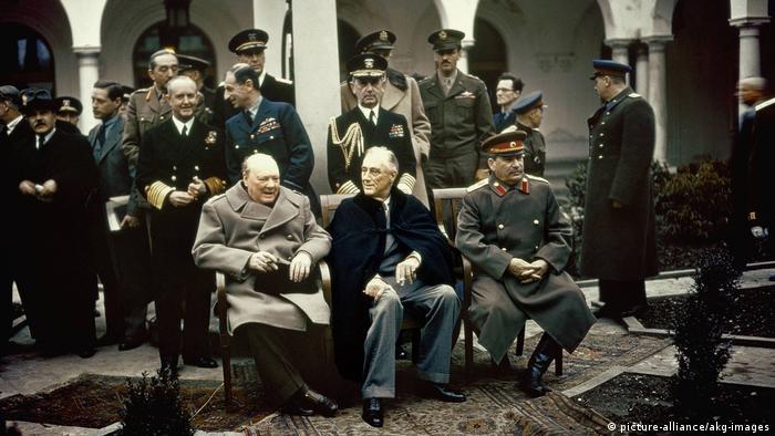 Черчилль, Рузвельт и Сталин на конференции в Ялте. Февраль 1945 г.