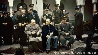 Черчилль, Рувельт и Сталин на конференции в Ялте в 1945 году