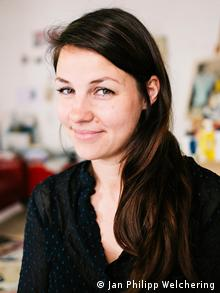 Art therapist Hannah Elsche (Jan Philipp Welchering)