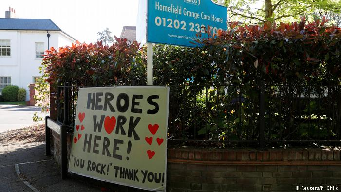 A thank you sign outside a care home in Hampshire