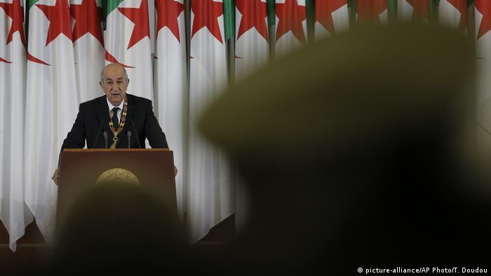 الرئيس الجزائري عبد المجيد تبون خلال مراسم تنصيبه تحت أعين العسكر (19 ديسمبر 2019)