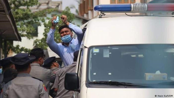 The Myanmar police search the editorial offices of the Voice of Myanmar: Editor-in-Chief Nay Lin spent ten days in prison