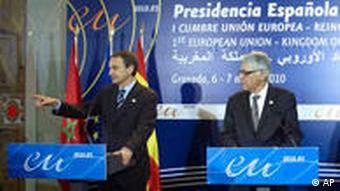 Spain's Prime Minister Jose Luis Rodriguez Zapatero, left and Moroccan Prime Minister Abbas El Fassi are seen at the start of a news conference during the EU - Morocco summit in Granada, Spain Sunday March 7, 2010. (AP Photo/Paul White)