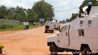 Des blindés de la Minusca dans un quartier de Bangui