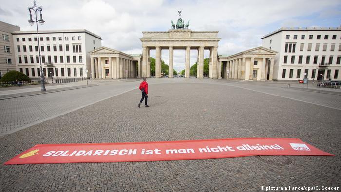 بوابة براندبورغ أشهر معالم برلين، وقد خلت من المارة في بداية شهر مايو/ أيار 2020