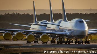 Ακινητοποιημένα αεροσκάφη της Lufthansa στο αεροδρόμιο της Φρανκφούρτης