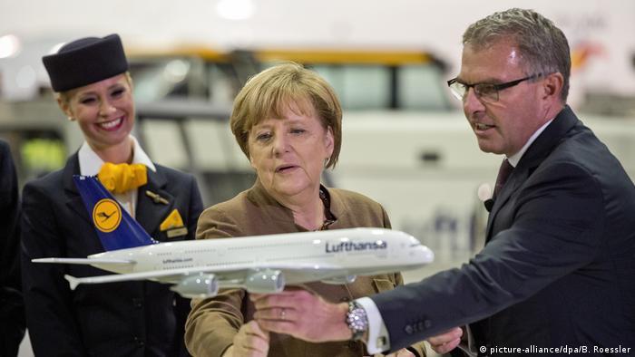 Deutschland Bundesregierung plant offenbar Direkteinstieg bei Lufthansa | Merkel und Spohr 2015
