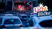 17.04.2020, Nordrhein-Westfalen, Köln: Die Rockband Brings spielt ein Livekonzert in einem Autokino. Foto: Rolf Vennenbernd/dpa   Verwendung weltweit