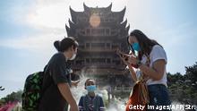 China Wuhan   Hubei verringert die Corona-Alarmstufe