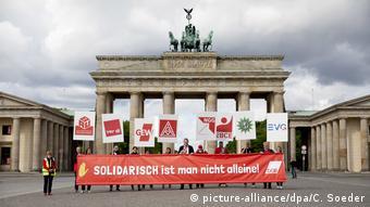 Για την τιμή των όπλων - Συγκέντρωση των γερμανικών συνδικάτων στην Πύλη του Βρανδεμβούργου