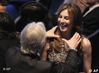Джеймс Кэмерон поздравляет свою бывшую жену с победой