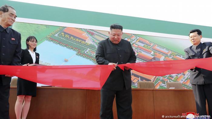 Nordkorea veröffentlicht neue Bilder von Kim Jong-Un (picturealliance/AP Photo/KCNA)