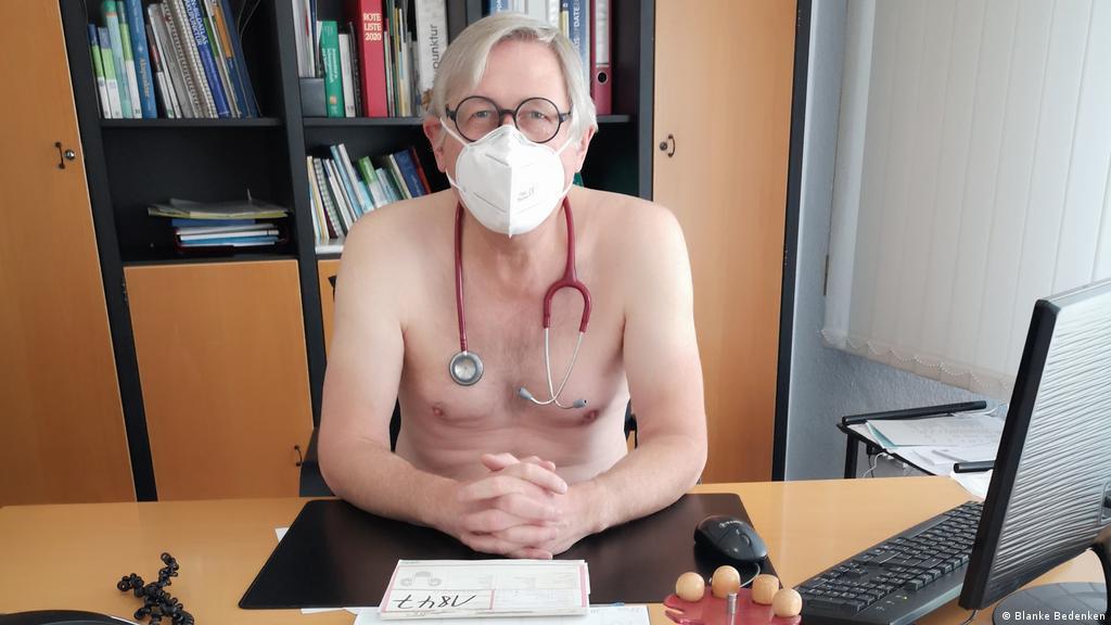 Hausarzt nackt beim Cuming Tube
