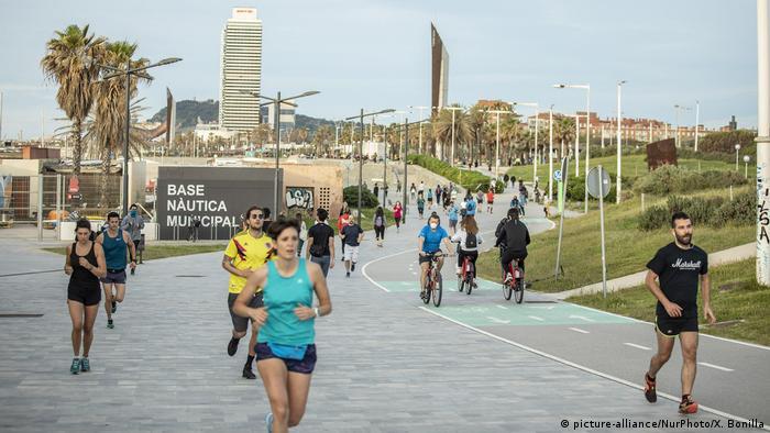 Spanien Barcelona | Coronavirus | Sport im Freien (picture-alliance/NurPhoto/X. Bonilla)