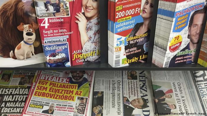 A Hungarian newspaper stand (picture-alliance/AP Photo/A. Nagy)