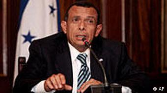 Der honduranische Präsident Profirio Lobo (Foto: AP)