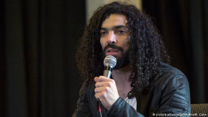 Der Sänger Ramy Essam, bei dessem kritischen Video Habasch Regie geführt hatte (Foto: picture-alliance/ZUMA Wire/B. Cahn)