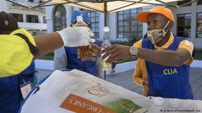 Madagaskar Corona-Pandemie   Covid Organics (picture-alliance/dpa/A. Joe)