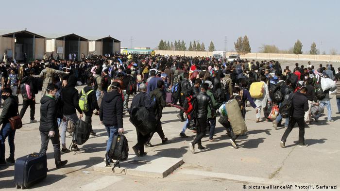 روند بازگشت مهاجران افغان از ایران به خاطر بحران کرونا
